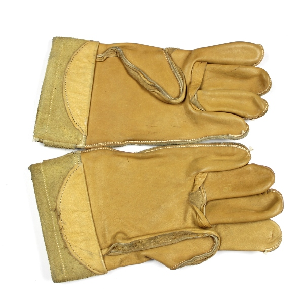 44th Collectors Avenue - US Army / USAAF leather working gloves
